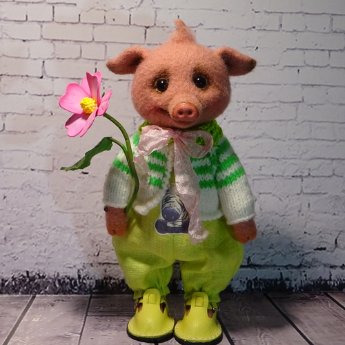 Photo of Хрюша с цветочком.