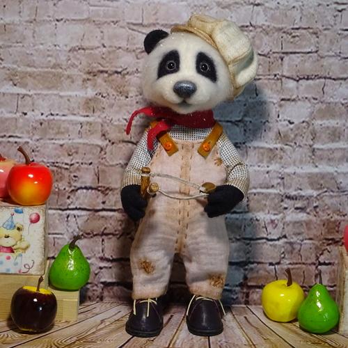 Photo of Озорной малыш панда.